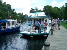 CopyofFamilyaboardHouseboatatChaffeyslocksontheRideau-RHRTA2008